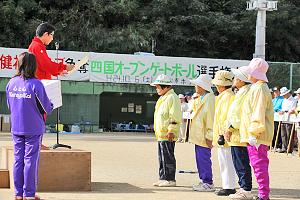 高齢青年チーム賞を受賞した御所チーム(阿波市)