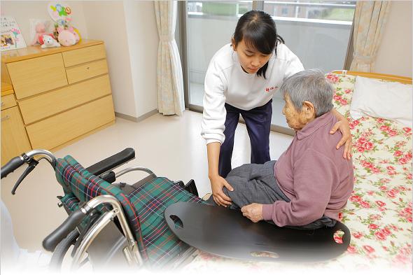 インドネシア介護福祉士候補者 介護風景